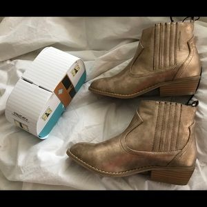UNIVERSAL THREAD Gold WESTERN BOOTIES New 8 1/2